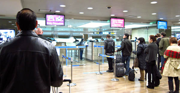 immigration_at_incheon_international_airport